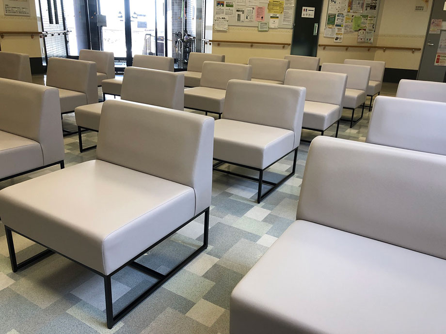 待合室の椅子が変更となりました